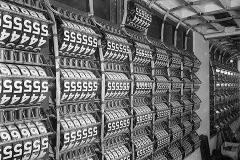 01-alan-turing-100-computers